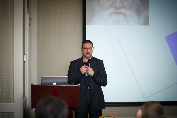 Валерий Пекар, автор более 250 статей по менеджменту, маркетингу, информационным технологиям, футурологии, сделал доклад на тему «Заглядывая в будущее: модели мира и сценарии Украины»