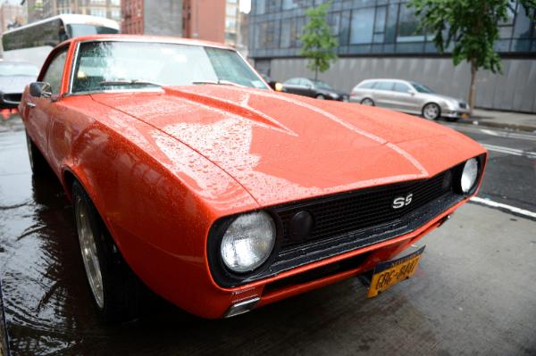Легендарный Chevrolet Camaro SS 1967 года в Classic Car Club Manhattan