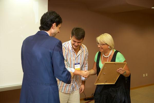 Вручение диплома и награды «Бизнес-прорыв года» владельцам сети «Абрикос» — Ольге и Дмитрию Гуцал