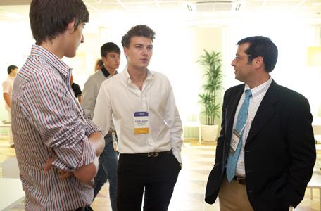 Представители NextGen, Дмитрий Бурда и Александр Михайленко, с проф ессором Астраханом