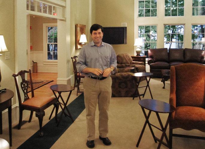 Джо Астрахан, ведущий специалист по семейной стратегии и семейной динамики. Директор и основатель программы EMBA для владельцев семейных компаний (отель для иностранных студентов по программе ЕMBA, Кеннесо, штат Джорджия, США)